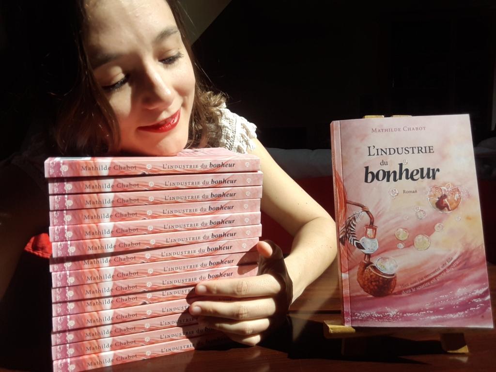 Mathilde Chabot au milieu de ses livres